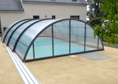 abri-piscine-mi-haut-400x284